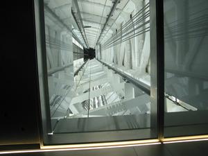 第二展望台へのエレベーター内にて