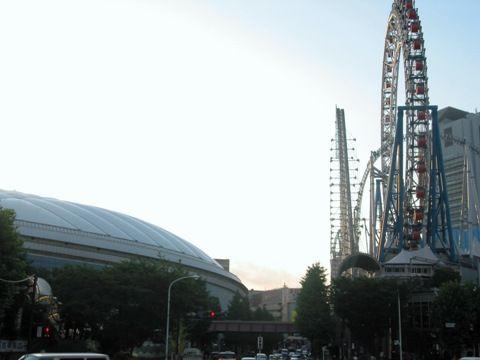 東京ドームと観覧車
