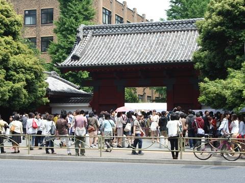 五月祭、東大赤門の混雑